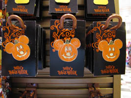 bonus video villains in vogue halloween display disneys hollywood studios 82810 halloween decor and merchandise is popping up across disney property - Disney Halloween Decorations